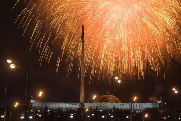 Ohňostroj v Moskvě u příležitosti oslav Dne obránce vlasti - Sputnik Česká republika
