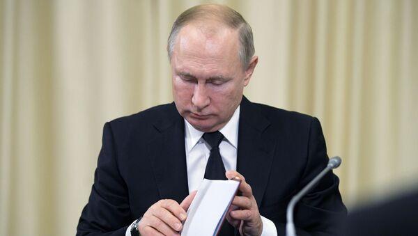 Vladimir Putin při jednání se soudci Ústavního soudu RF - Sputnik Česká republika