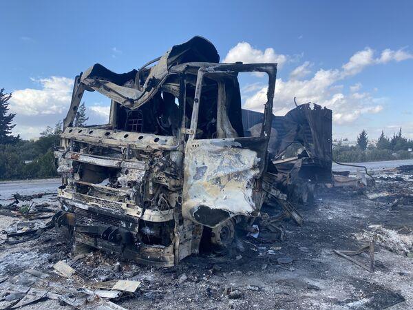 Vozidlo syrských ozbrojených sil zničené tureckou armádou v oblasti Idlibu. - Sputnik Česká republika