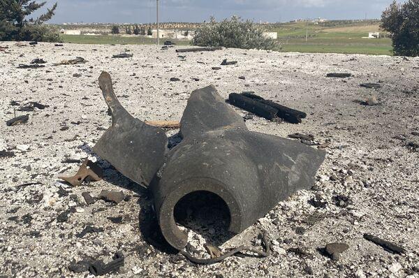 Zbytky munice, kterou převážel zničený náklaďák. - Sputnik Česká republika