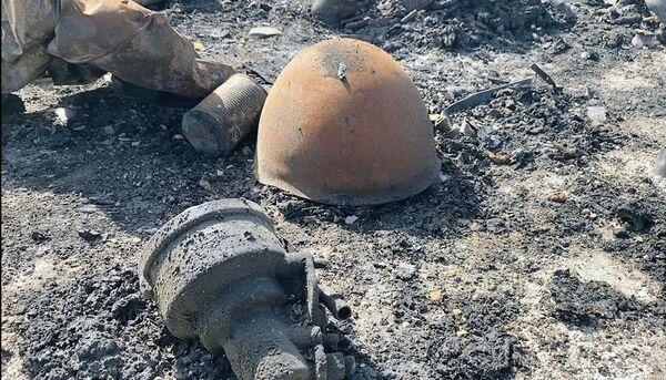 Zbytky zničeného nákladního vozu v oblasti města Sarakíb v provincii Idlib. - Sputnik Česká republika