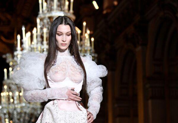 Modelka Bella Hadid v Paříži - Sputnik Česká republika