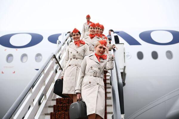Letušky dopravce Aeroflot u Airbusu A350-900 - Sputnik Česká republika