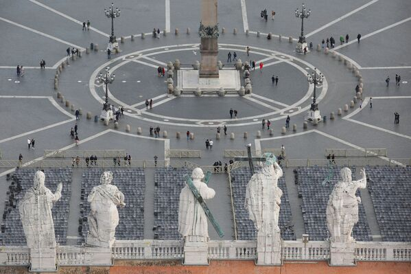 Výhled na prázdné Svatopetrské náměstí ve Vatikánu - Sputnik Česká republika