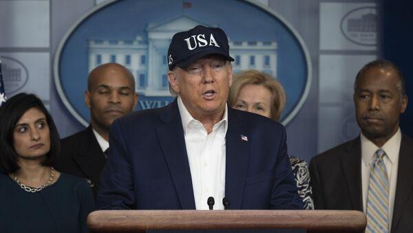 Americký prezident Donald Trump během brifingu o situaci s koronavirem v USA - Sputnik Česká republika
