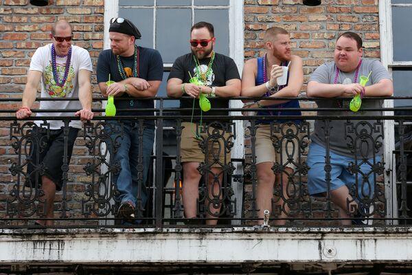 Turisté na balkóně ve městě New Orleans, USA - Sputnik Česká republika