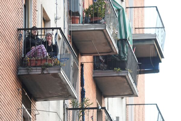 Dívky na balkóně. Milán, Itálie - Sputnik Česká republika