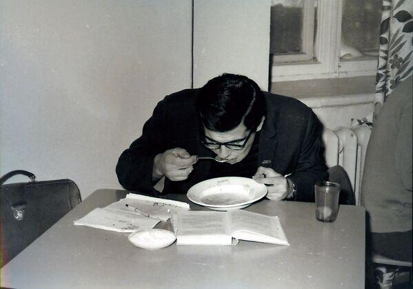 Sergej Lavrov ve studentské jídelně - Sputnik Česká republika