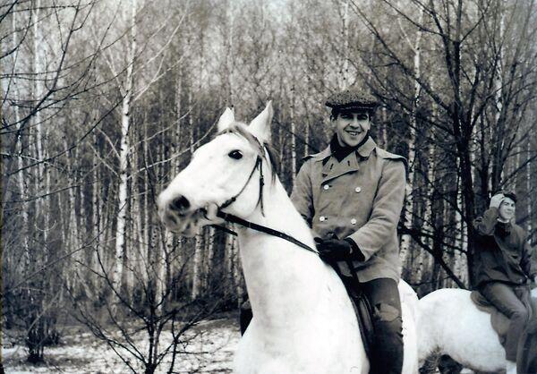 Sergej Lavrov jezdí na koni - Sputnik Česká republika