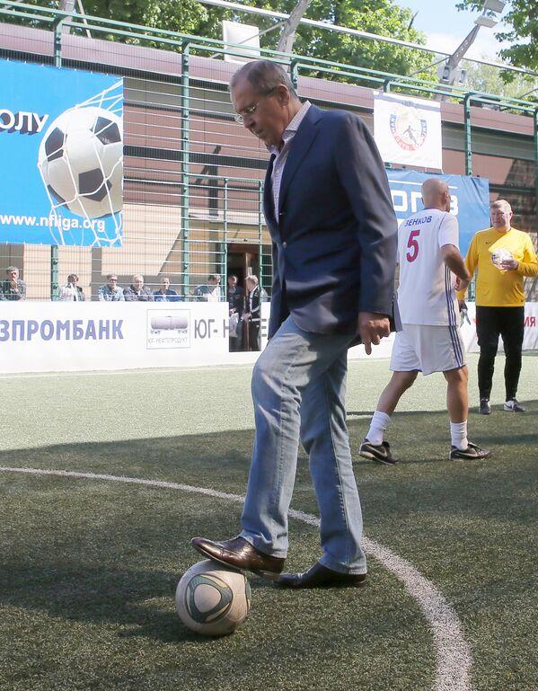 Člen dozorčí rady Lidové fotbalové ligy a ruský ministr zahraničí Sergej Lavrov během festivalu Lidové fotbalové ligy - Sputnik Česká republika