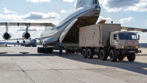 Jedno z devíti ruských letadel Il-76 pro pomoc Itálii. 22. března 2020  - Sputnik Česká republika
