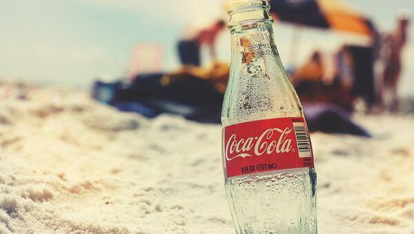 Láhev Coca-Coly - Sputnik Česká republika