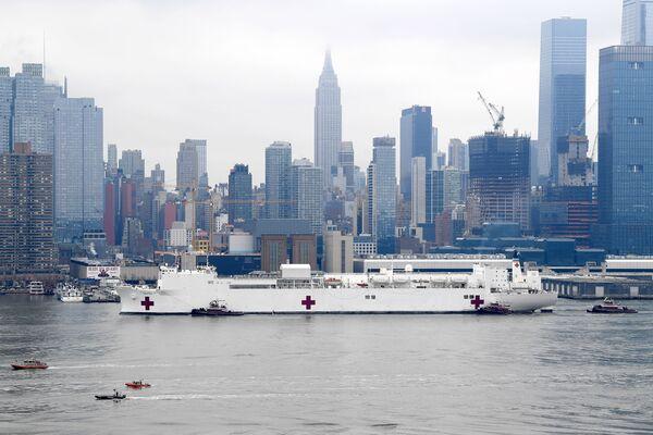 Příjezd plovoucí nemocnice USNS Comfort v New Yorku - Sputnik Česká republika