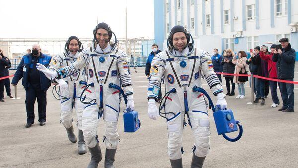 Koronavirus není pro kosmonauty překážkou. Loď s posádkou ISS odstartovala z kosmodromu Bajkonur - Sputnik Česká republika