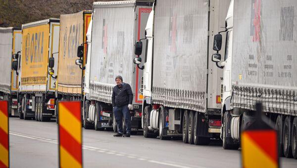 Kamiony na hranici mezi Rumunskem a Bulharskem - Sputnik Česká republika