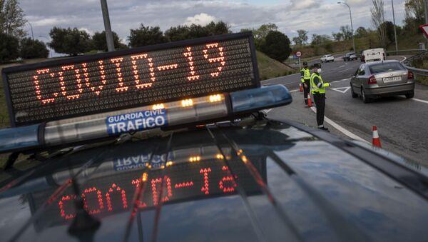 Španělská policie na kontrolním stanovišti v Madridu - Sputnik Česká republika