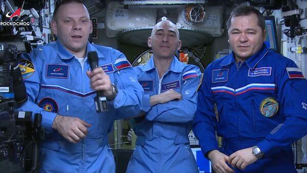 Ruští kosmonauti blahopřáli ke Dni kosmonautiky z paluby ISS - Sputnik Česká republika