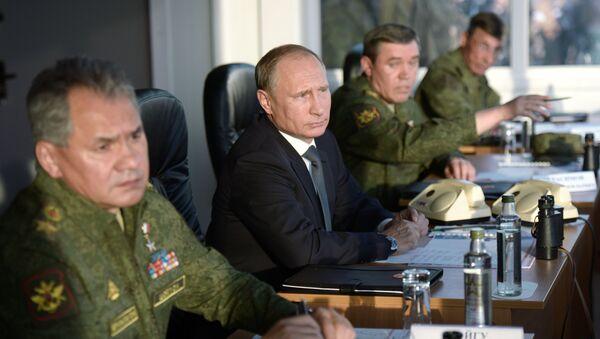 Ruský prezident Vladimir Putin, ministr obrany Sergej Šojgu a náčelník Generálního štábu ruských ozbrojených sil, generál Valerij Gerasimov - Sputnik Česká republika