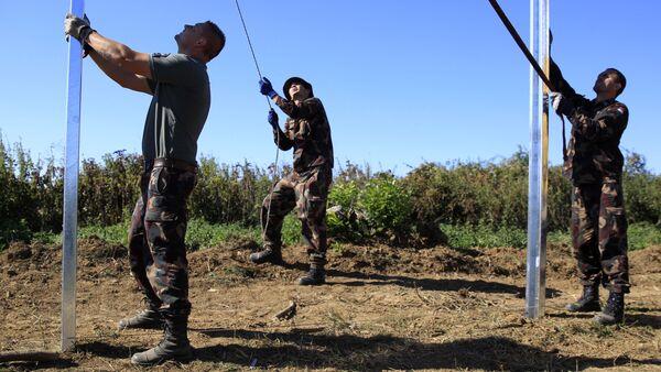 Maďarští vojáci budují plot na hranici s Chorvatskem - Sputnik Česká republika