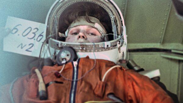 Kosmonautka Valentina Těreškovová během tréninku na centrifuze, 1964 - Sputnik Česká republika