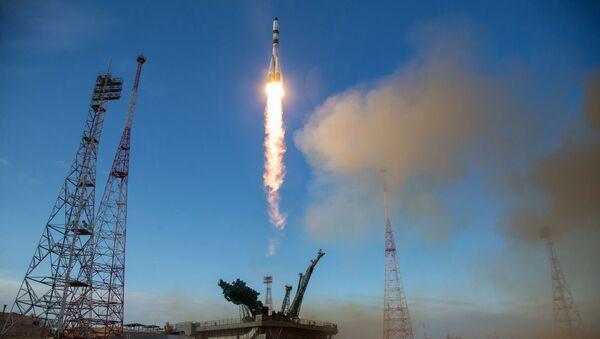 Start rakety nosiče Sojuz-2.1a s nakladní lodí Sojuz MS-14. Ilustrační foto. - Sputnik Česká republika