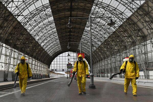 Dezinfekce Kyjevského nádraží v Moskvě - Sputnik Česká republika