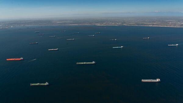 Nahromadění ropných tankerů u pobřeží USA - Sputnik Česká republika