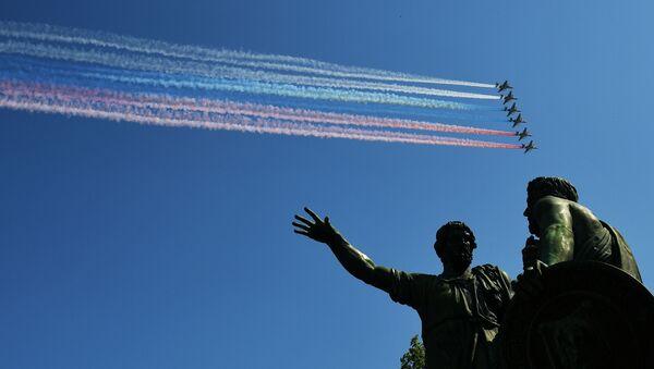 Útočná letadlaSu-25 BM při závěrečné zkoušce vojenské přehlídky na Rudém náměstí věnované 74. výročí vítězství ve Velké vlastenecké válce - Sputnik Česká republika