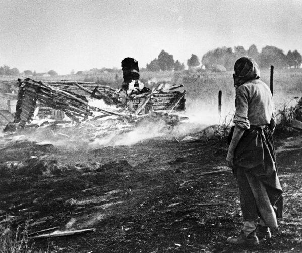 Nacisté vypálili vesnici. Bělorusko. - Sputnik Česká republika