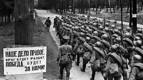 Vojáci míří na frontu, Moskva, 23. června 1941. - Sputnik Česká republika