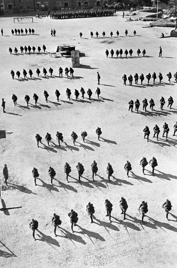 Cvičení pěchoty. Moskva, srpen 1941. - Sputnik Česká republika