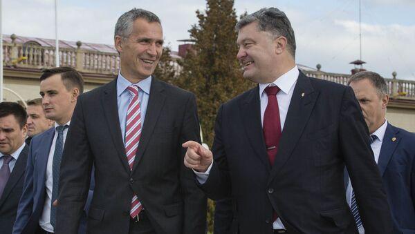 Jens Stoltenberg a Petro Porošenko - Sputnik Česká republika