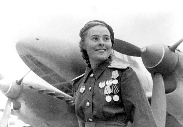 Hrdinka Sovětského svazu, zástupkyně velitelky letky 125. gardového ženského pluku Marija Dolinová - Sputnik Česká republika