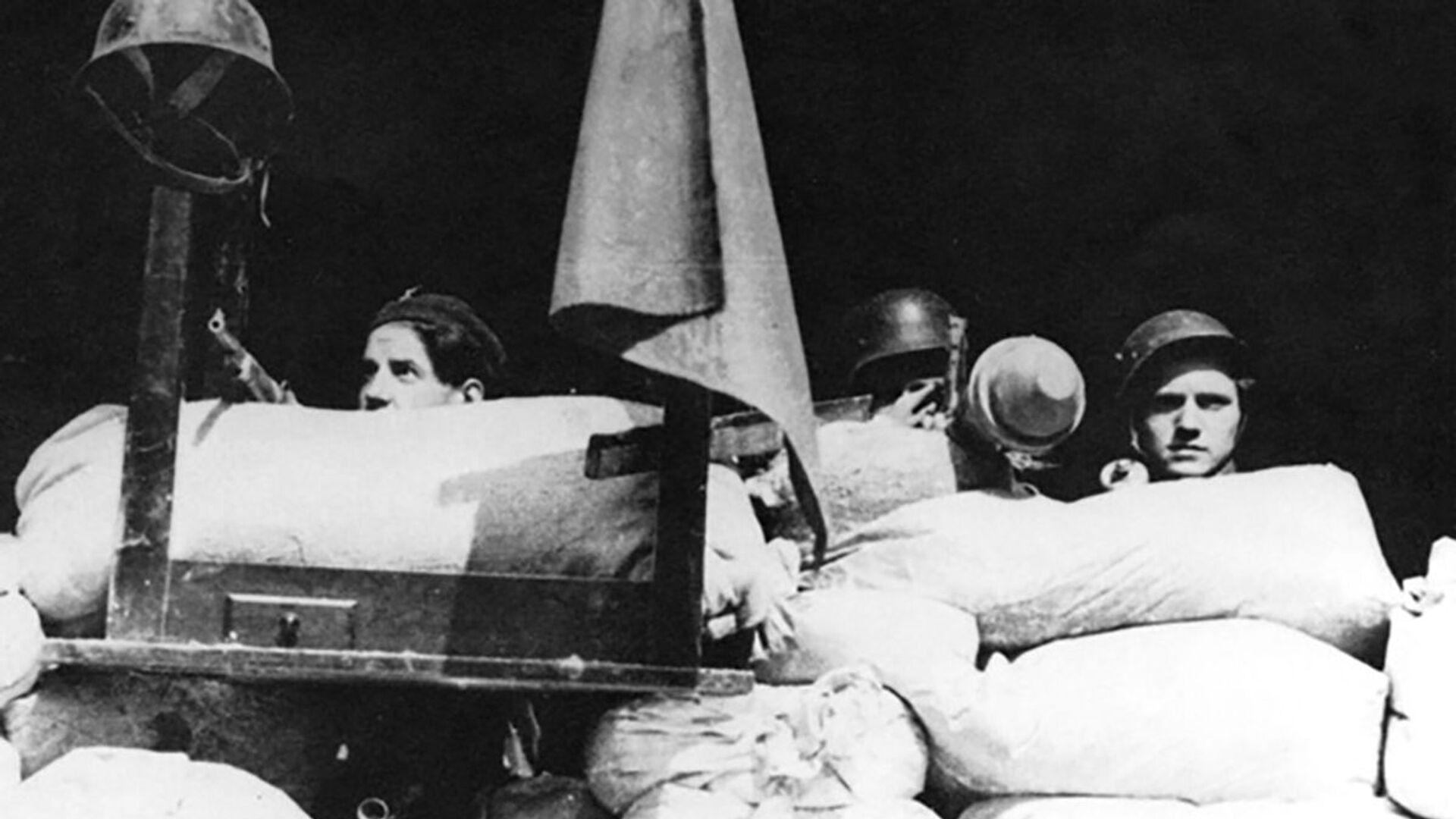 Účastníci pražského povstání 5. května 1945 na barikádách - Sputnik Česká republika, 1920, 05.05.2021