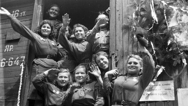 Demobilizované dívky opouští Německo, 1945 - Sputnik Česká republika