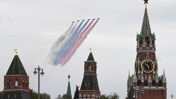 Su-25 během letecké přehlídky nad Moskvou - Sputnik Česká republika