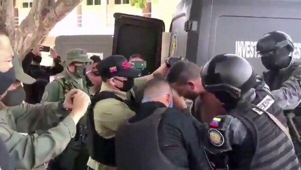 Přeprava podezřelého ve Venezuele  - Sputnik Česká republika