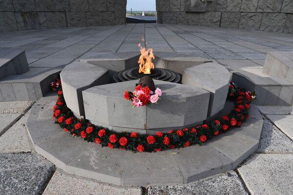 Věčný oheň na chodníku slávy  v areálu vojensko-historického muzejního komplexu Sambecké výšiny v Rostovské oblasti. - Sputnik Česká republika