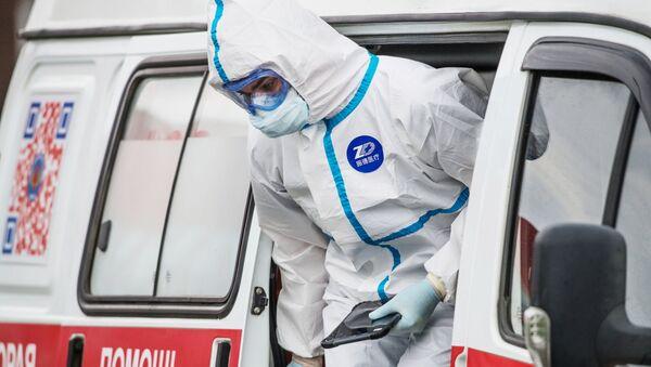Ruská lékařka v ochranném obleku v Moskvě - Sputnik Česká republika