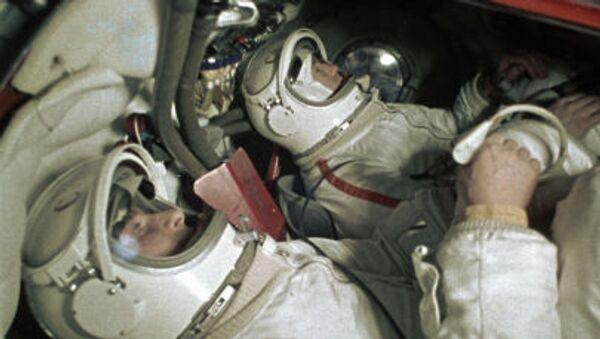 Alexej Leonov a Pavel Beljajev - Sputnik Česká republika