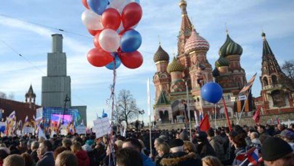 Na Vasiljevském svahu ve středu Moskvy se na mítink a koncert Jsme spolu věnovaný výročí spojení Krymu s Ruskem sešlo přes 110.000 lidí - Sputnik Česká republika