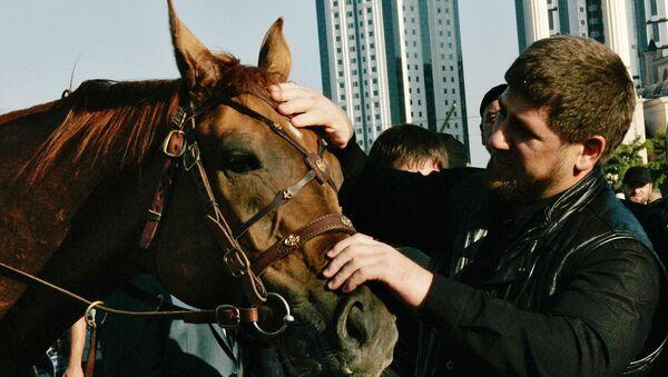 Hlava Čečenska Ramzan Kadyrov a kůň - Sputnik Česká republika
