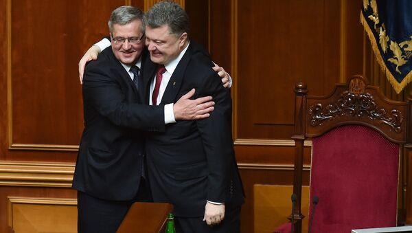 Ukrajinský prezident Petro Porošenko a bývalý polský prezident Bronisław Komorowski - Sputnik Česká republika