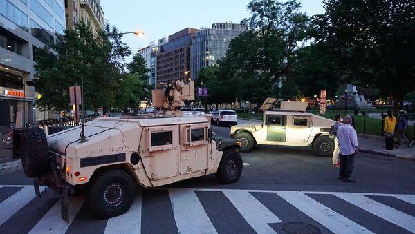 Armádní vozy v ulicích Washingtonu - Sputnik Česká republika