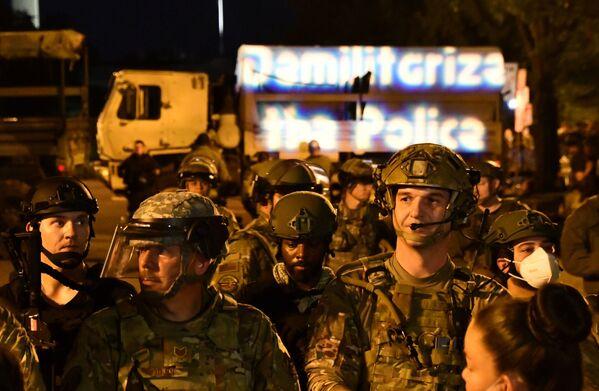 Vojenská policie ve Washingtonu během protestů proti policejnímu násilí - Sputnik Česká republika