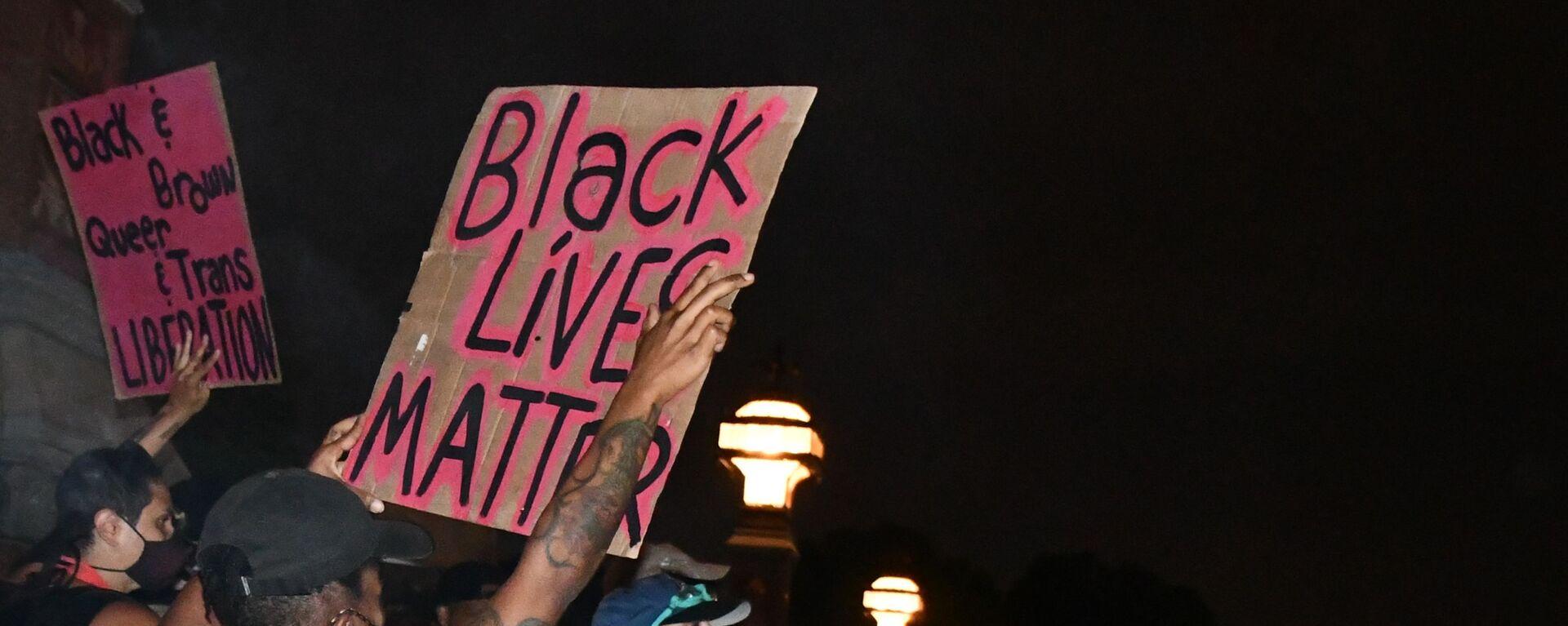 Protesty Black Lives Matter v USA - Sputnik Česká republika, 1920, 16.06.2021