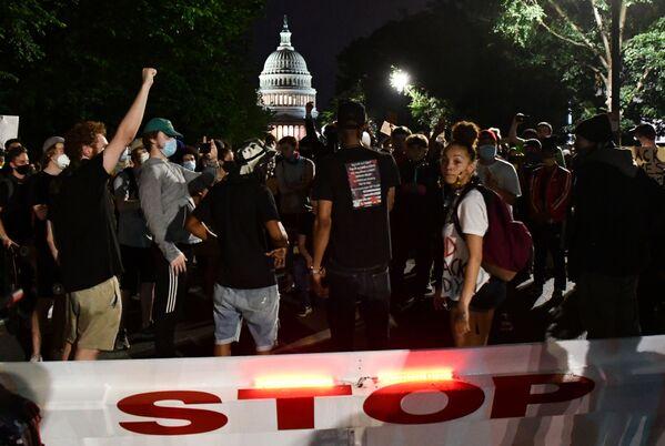 Účastníci protestní akce proti policejnímu násilí ve Washingtonu - Sputnik Česká republika