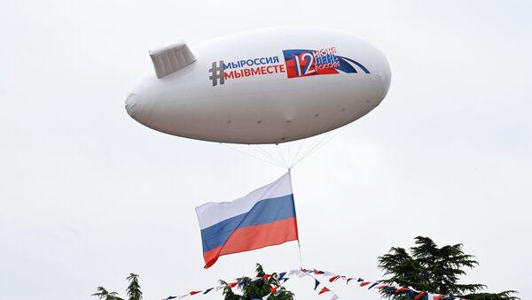 """Vzdušný balón s nápisem """"Jsme Rusko, jsme spolu"""" během oslav Dne Ruska v Soči. - Sputnik Česká republika"""