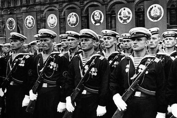 První přehlídka vítězství na Rudém náměstí. - Sputnik Česká republika