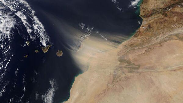Obraz pohybu písečné bouře z pobřeží Maroka na Kanárské ostrovy - Sputnik Česká republika